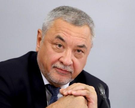 Валери Симеонов: Заведенията трябва да отворят на 4 февруари, училищата са по-рискови