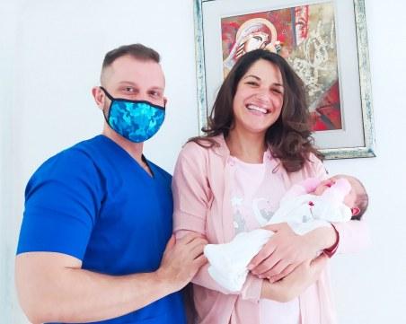 Веси Бонева стана леля, сестра ѝ роди момиченце