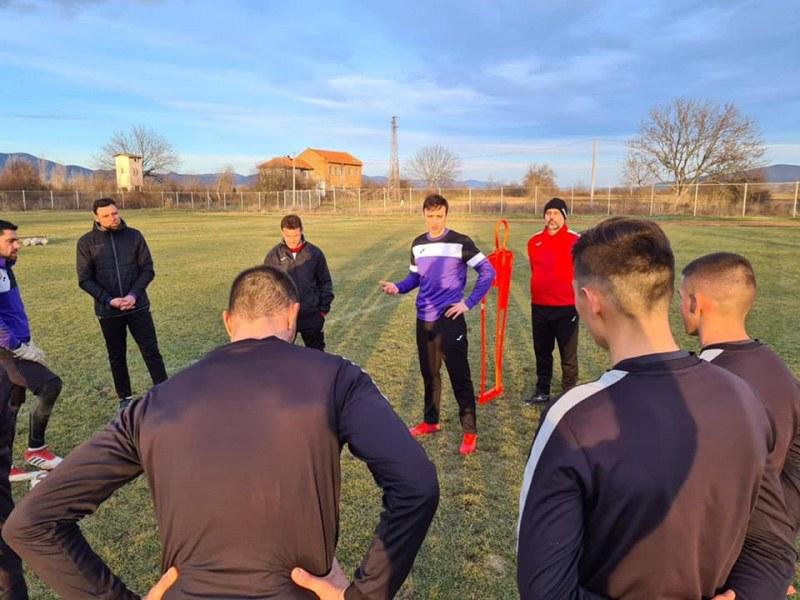 Бербатов вече е част от треньорския състав на Етър
