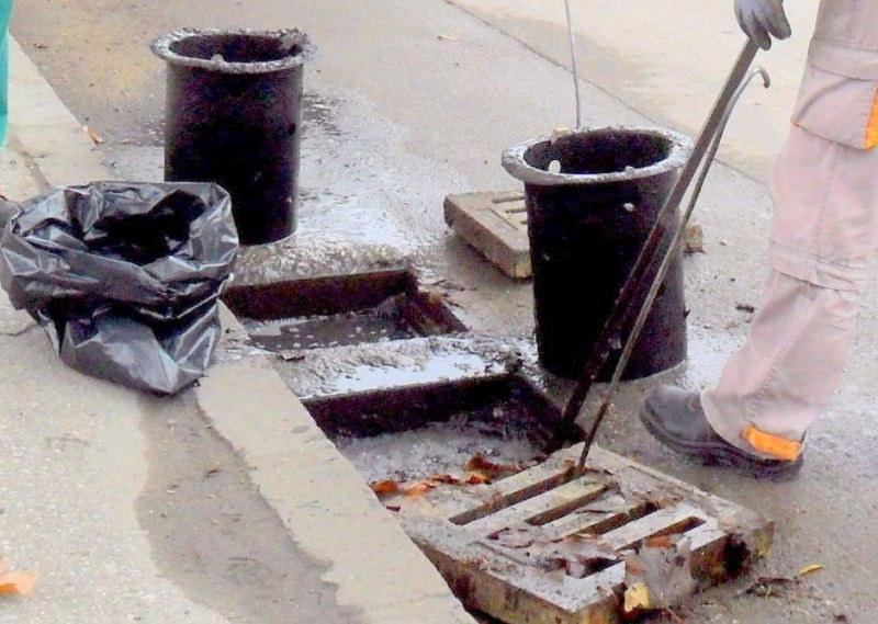 Чистят шахтите в Пловдив по график! Не паркирайте върху тях