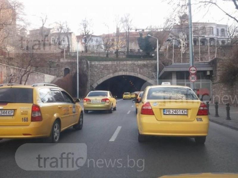 Издават временни разрешения на таксиметровите шофьори в Пловдив след гафа с наредбата