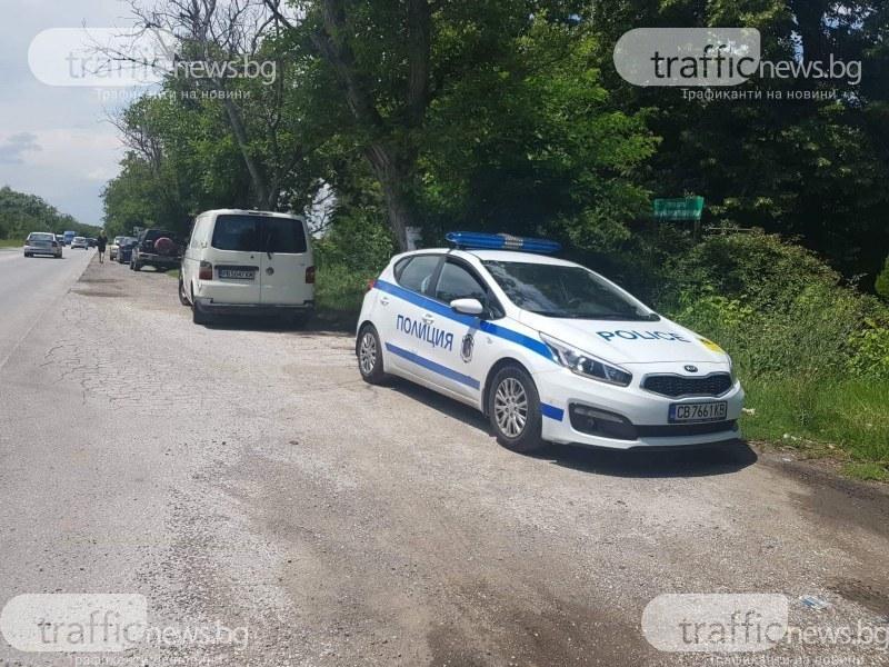 Кола се преобърна след изпреварване край Пловдив, жена е в болница