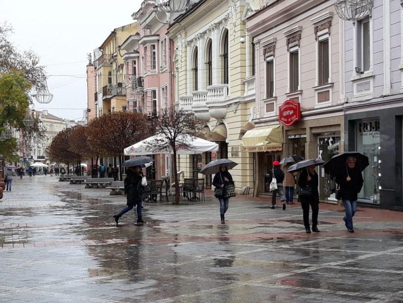 Нахлува студ! Обявиха жълт код за дъжд и сняг в Пловдив