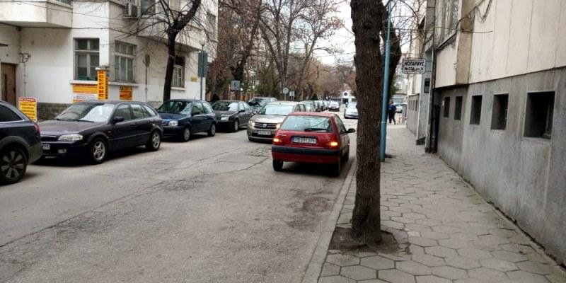 Скоро! Паркираме от двете страни на още две еднопосочни улици в центъра