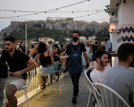 В Гърция забраняват събирането на повече от 100 души на открито