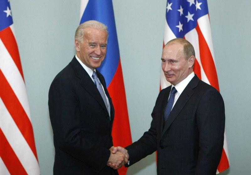 Байдън и Путин проведоха разговор по телефона