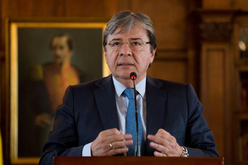 Министърът на отбраната на Колумбия почина от COVID-19