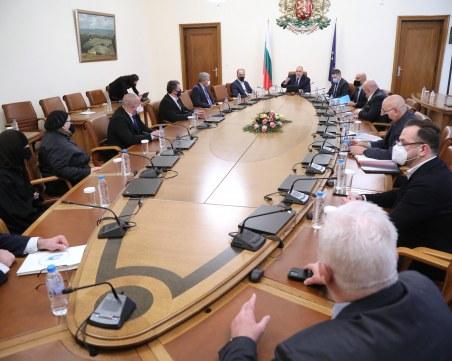 Борисов: Трябва ли да се стига до там, че да затворим всичко?