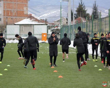 Ботев продължава тренировки на изкуствения терен