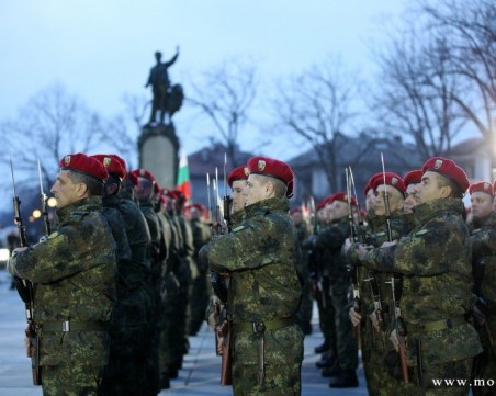 130 нови военнослужещи полагат клетва пред паметника на Апостола в Карлово