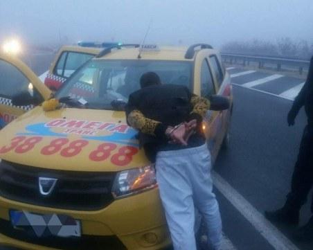 Дрогиран и без книжка открадна такси, спретна си гонка с полицията