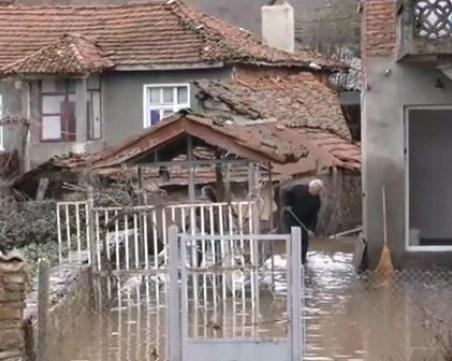Река Велека потопи близо 40 къщи в Бургаско