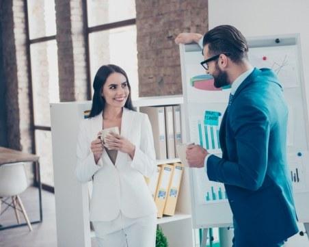 Женско помагало: Как да накарате един мъж да ви забележи
