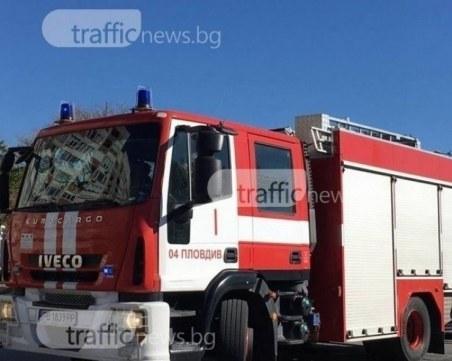 Пожар край изхода на Пловдив! Гъст дим се издига в района
