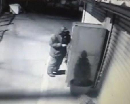 Тийнейджър разби кафе машина край Пловдив, тя се оказа празна ВИДЕО