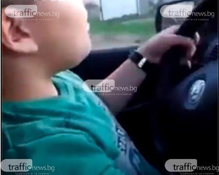 По стъпките на Фончо Тариката: Хлапе от Пловдивско шофира, баща му го хвали в мрежата