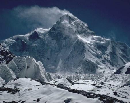 Часове след смъртта на Скатов: Трима алпинисти изчезнаха под К2