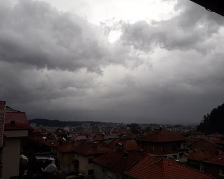 Времето полудя: Гръмотевици и градушки в Южна България