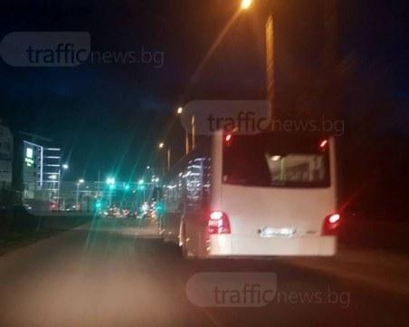 Опит за грабеж! Роми пребъркват възрастен мъж в автобус, пловдивчанин се намесва и го нападат