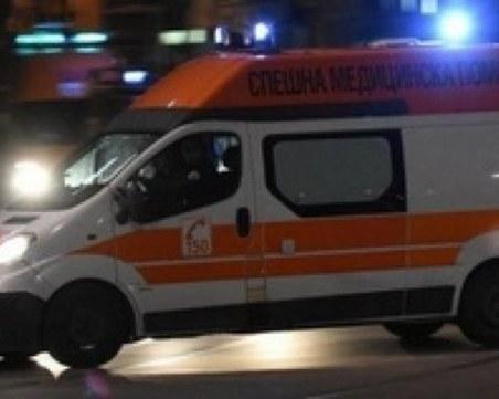 Тежка катастрофа: Кола се вряза в спирка във Варна, има пострадал