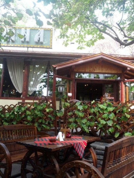 """Удар на НАП! Ресторанти от известна верига в Пловдив - в """"черните списъци"""
