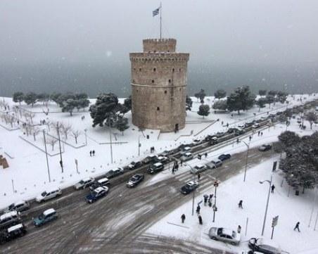 Сняг и студ сковават Гърция, спират тежкотоварни автомобили на границата с България