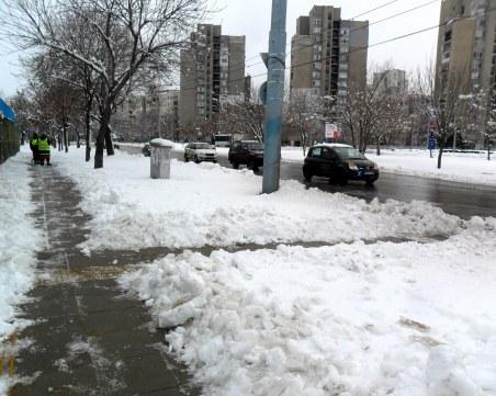 Чистят снега от малките улички и пешеходните зони в Пловдив