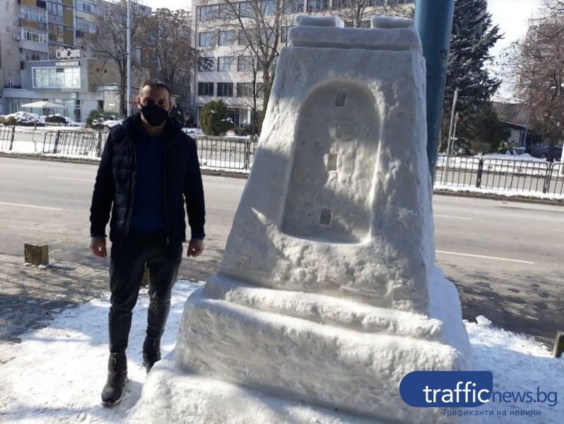 Пловдивчанин извая паметника Шипка от сняг