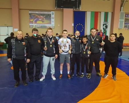 Пловдивски борци с пет златни медала на държавното за момчета в Сливен