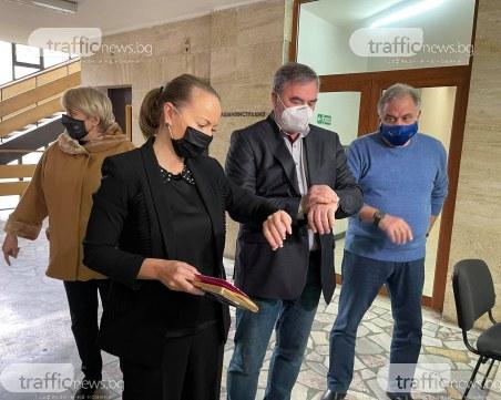 Кунчев в Пловдив: Ваксинационните кабинети ще работят, докато има хора пред тях, включваме и джипитата