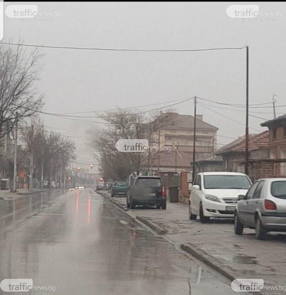 Коли накацаха по тротоара на натоварена улица в Пловдив, шофьор - на косъм от инцидент