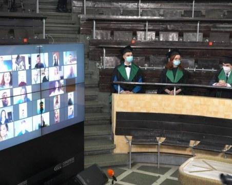 За първи път: Медици положиха Хипократова клетва онлайн