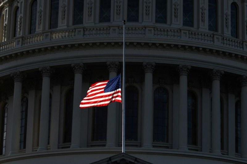Байдън обяви 5 дни траур заради половин милион починали с COVID-19 в САЩ