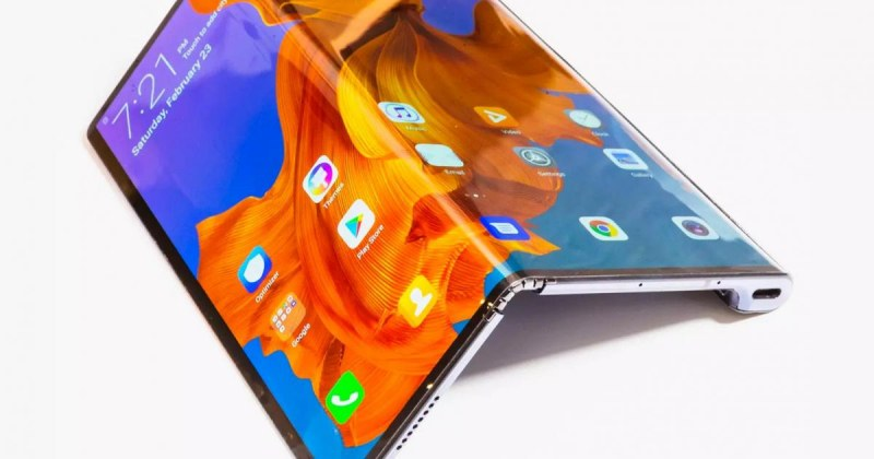 Huawei представи новото попълнение в серията си смартфони със сгъваеми екрани