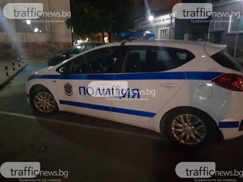 Мъртвопиян опита да влезе с кола в магазин край Пловдив, после заспа на волана