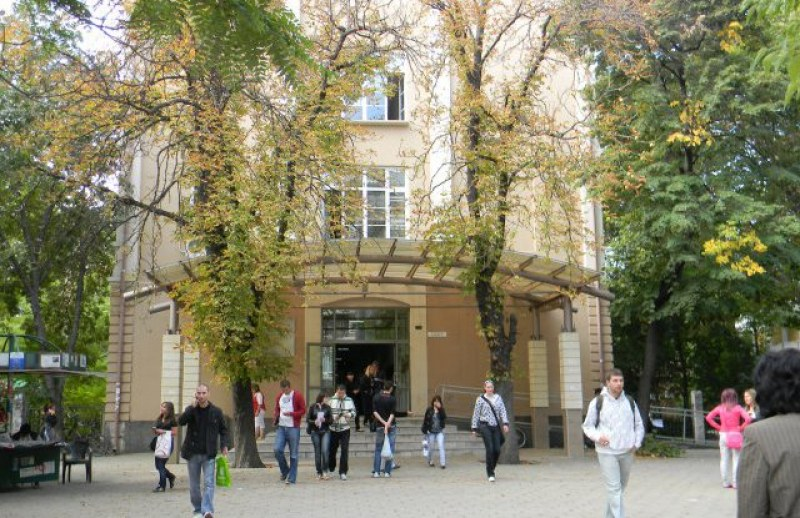 Пловдивският университет и още 40 ВУЗ-а приемат студенти с оценки от матурите