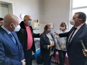 Борисов: Ако трябва, ще доставим ваксината с бронетранспортьори до отдалечените райони