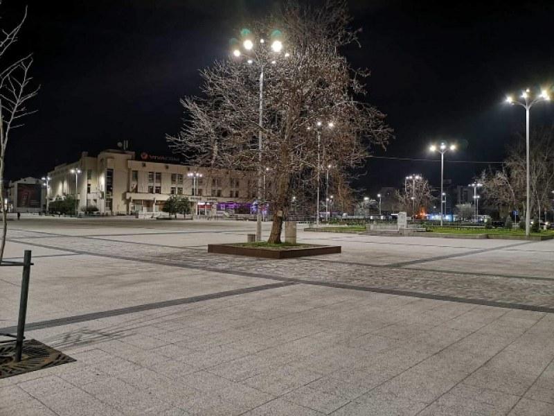 Заради любовен триъгълник: Мъже се бият на оживен паркинг в центъра на Пловдив