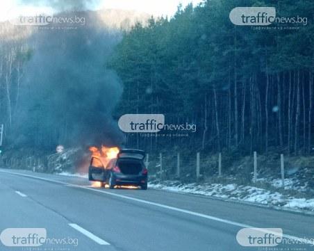 Кола гори на магистрала Тракия