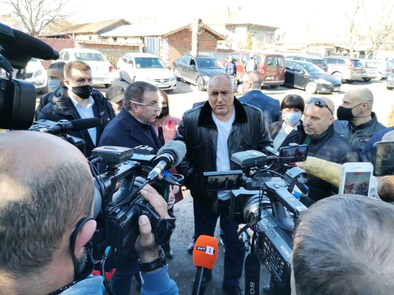 Борисов: Нормалният живот трябва да бъде запазен, предстои отварянето на ресторантите