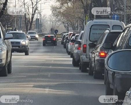 Камикадзе кара в насрещното в Пловдив в опит да заобиколи тапа