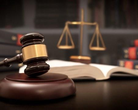 Обвиниха собственик на къща за гости и рецепционист в сводничество