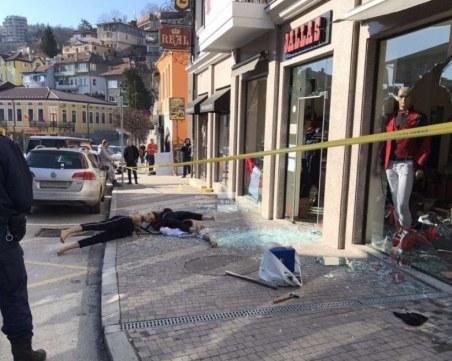 Три обвинения за мъжа, нахлул с маска и бухалка в магазин