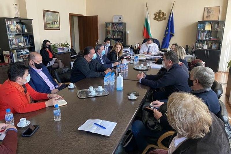Министър Ангелов: Заведенията ще отворят от 1 март при ясни и конкретни правила на работа