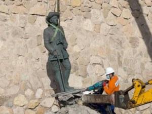 Испанците премахнаха последната статуя на Франциско Франко