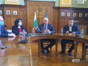 Пловдив с модерно улично осветление! Зико подписа договор с министър Петкова за 1,1 млн лева