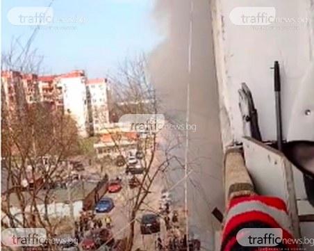 Апартамент в Столипиново пламна, два екипа огнеборци потушиха пожара