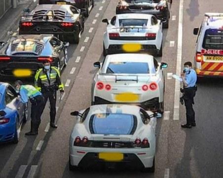 Полицията в Хонг Конг блокира 45 луксозни спортни автомобила заради улични състезания
