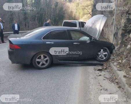 Кметът на Пловдив и директорът на полицията помагат на пострадал в катастрофа