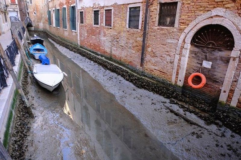 Каналите на Венеция пресъхнаха